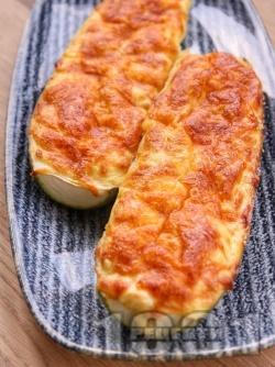 Пълнени пресни тиквички с яйца, сирене и кашкавал печени на фурна - снимка на рецептата
